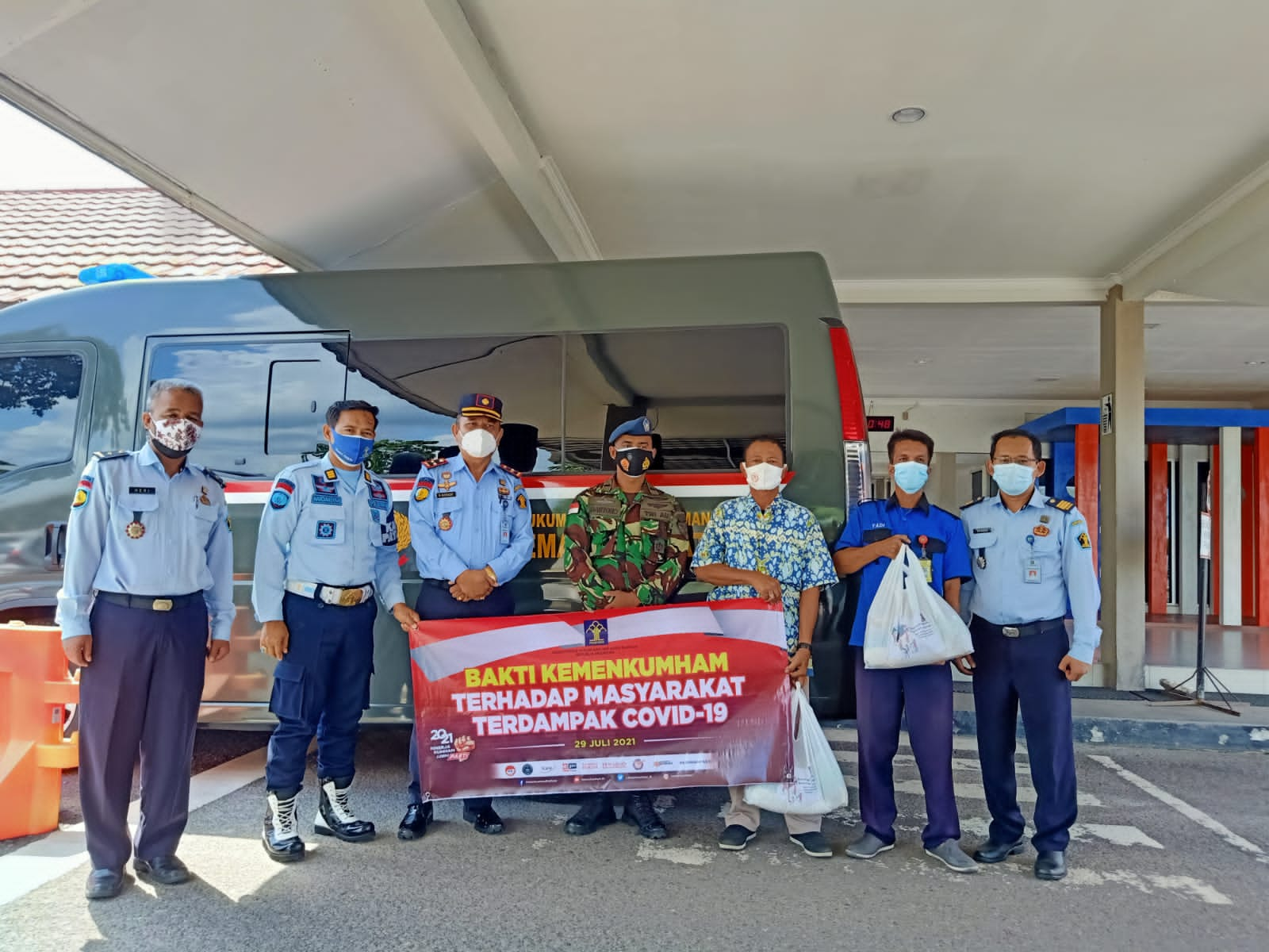 Kemenkumham Salurkan 46.000 Paket Sembako, Kalapas Tanjung pandan Sambangi Warga Terdampak