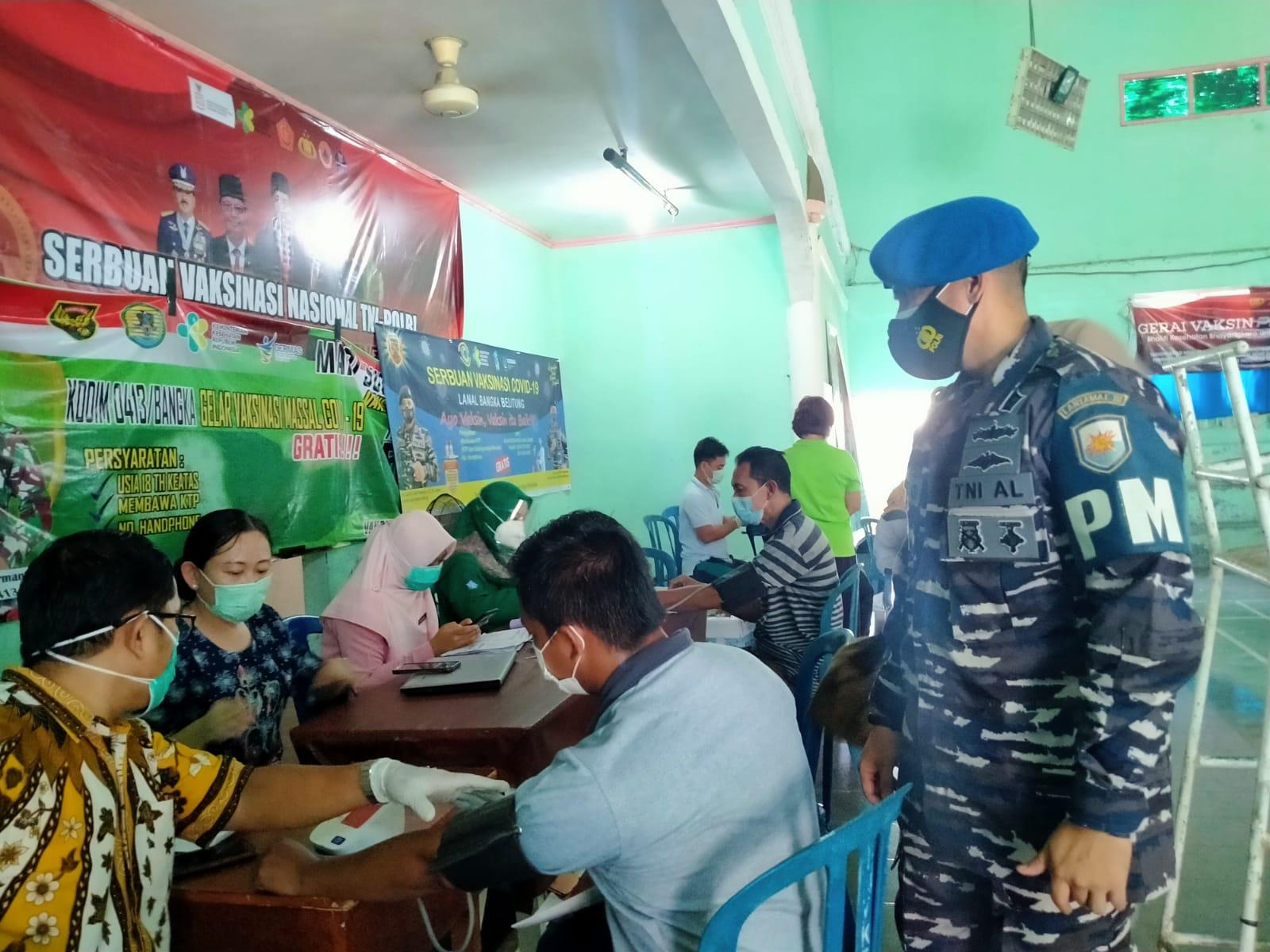 198 dosis habis pada serbuan vaksin masyarakat maritim oleh TNI AL Lanal Babel