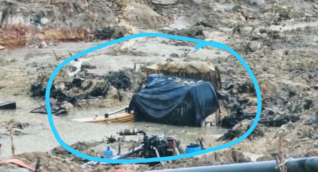 Satu Excavator Masih Terkubur Dilahan Tambang Parit 6
